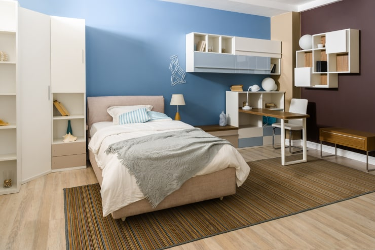 A bedroom with unusual color combinations